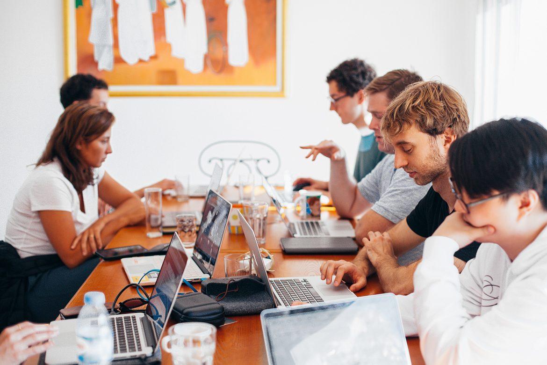 Preradenie na inú pracovnú pozíciu (alebo kratšie: prácu) bez písomného oznámenia a ústnej dohody a započítavanie obedňajšej prestávky do pracovného času bez  jej čerpania