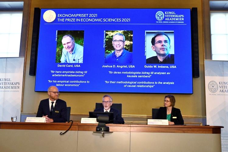 Nobelova cena vyvracia mýtus o minimálnej mzde a pracovných miestach