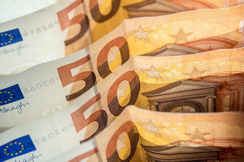 EOK vyzýva ministrov financií v EÚ, aby zvrátili rozhodnutie z roku 2017 o daňových rajoch